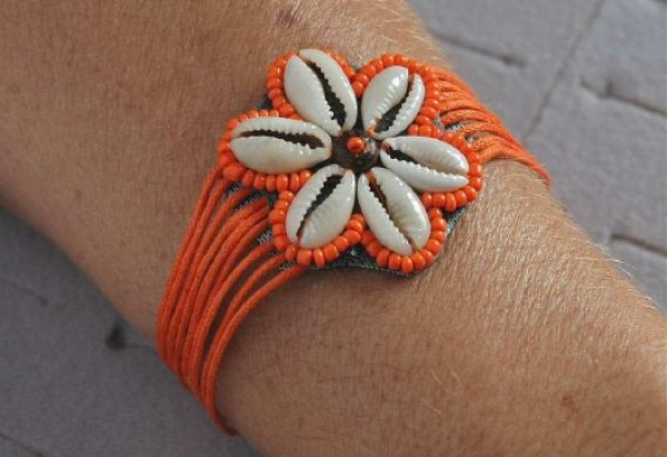 Kauri Muschel Armband Blume in Orange